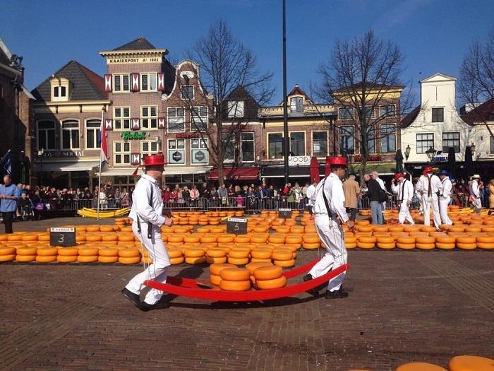 Amsterdam day trip to Alkmaar Cheese Market