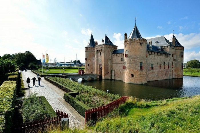 Amsterdam day trip to Muiderslot Castle
