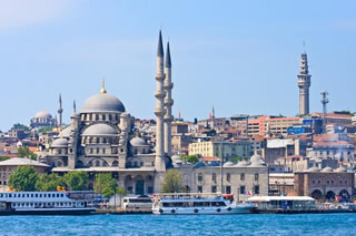 Bosphorus Cruise and Egyptian Spice Market Tour plus Turkish Dinner and Show