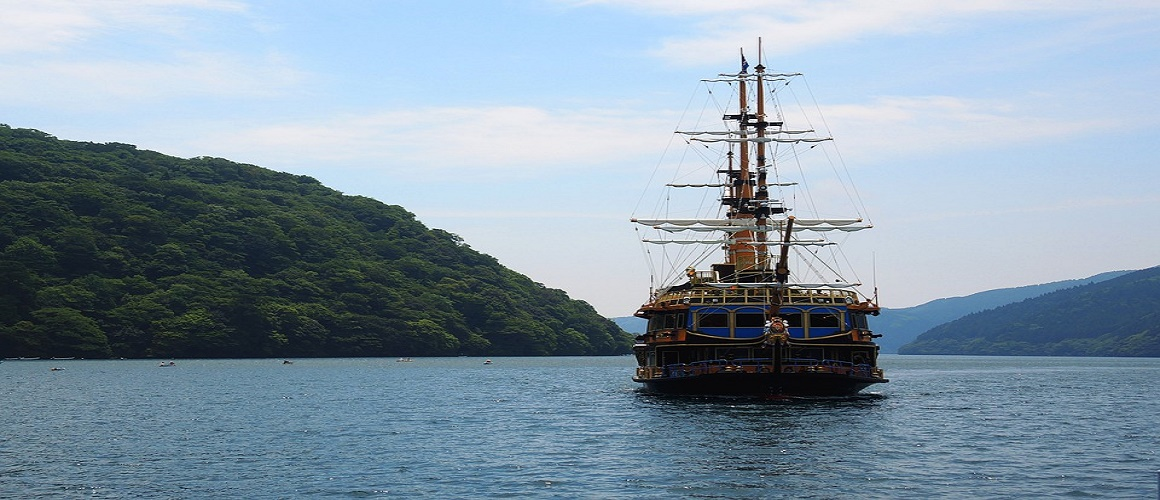 Day Trip to Hakone from Tokyo with Pirate Ship Cruise and Buffet Lunch