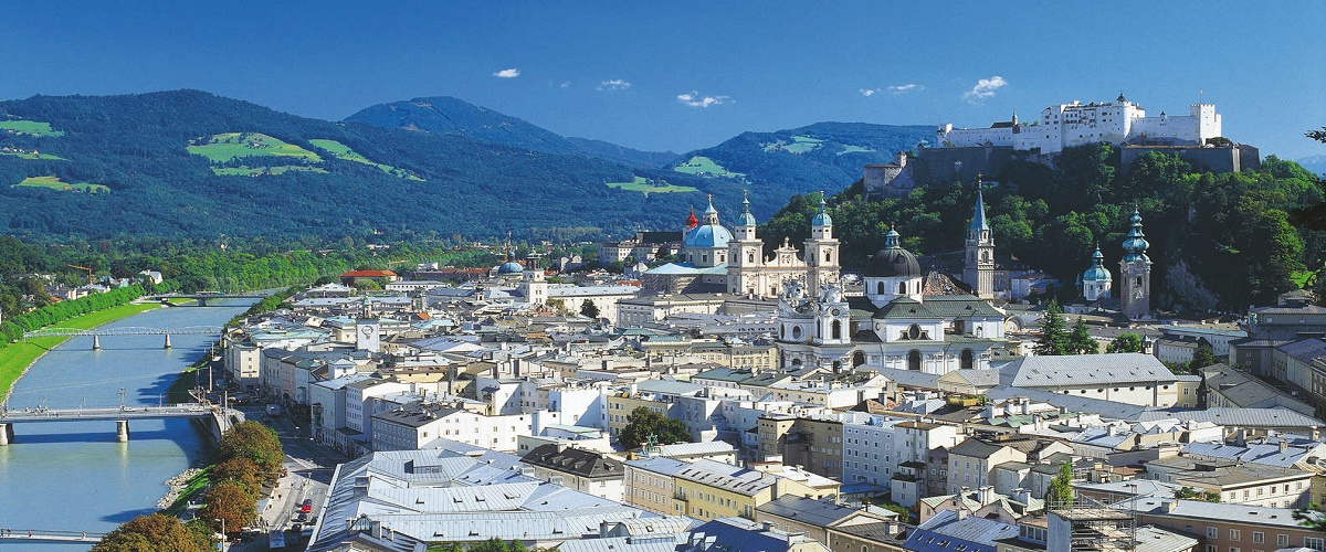 Full Day Trip to Salzburg from Vienna with Salzkammergut Lakes