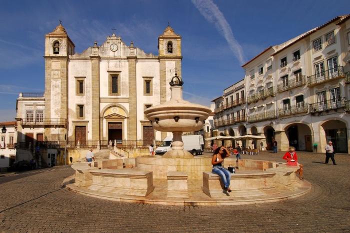 Lisbon day trip to Evora