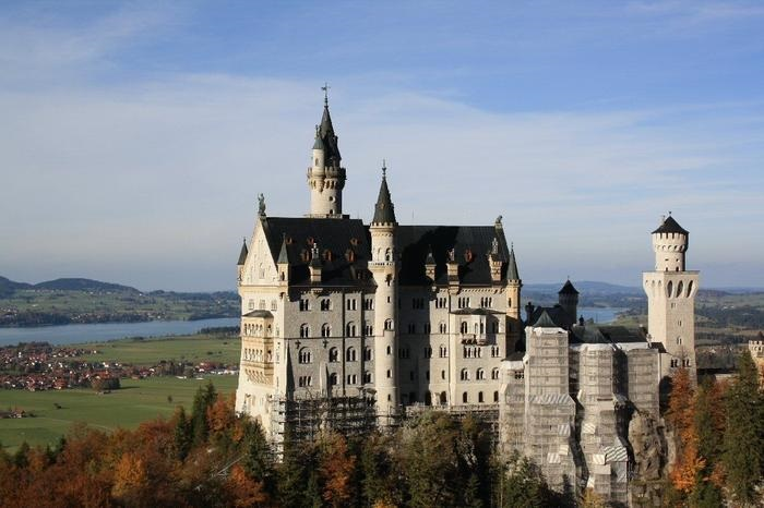 Royal Castles of Neuschwanstein and Linderhof day tour from Munich