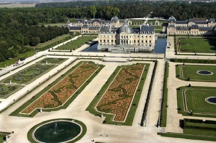Paris day trip to Chateur Vaux le Vicomte
