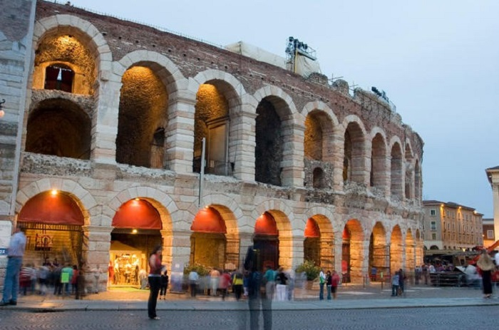 Full-day coach trip to Verona and Lake Garda from Milan