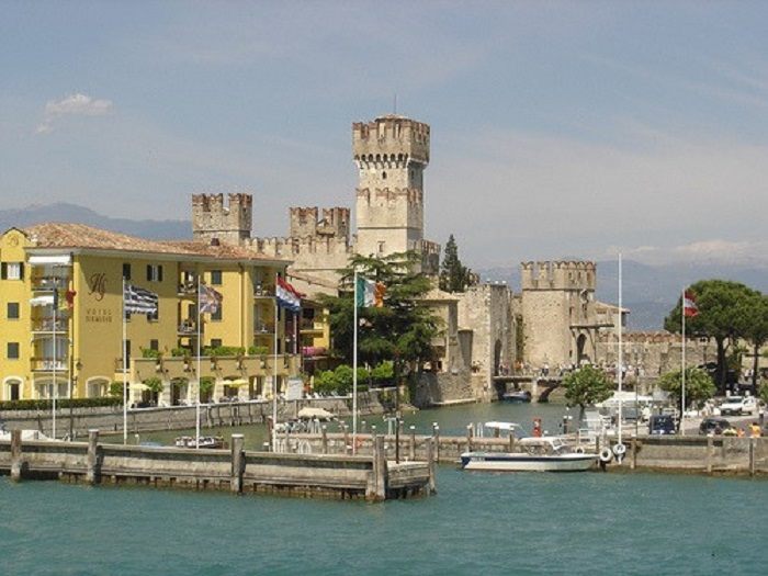Verona and Lago di garda day trip from Milan for a small group