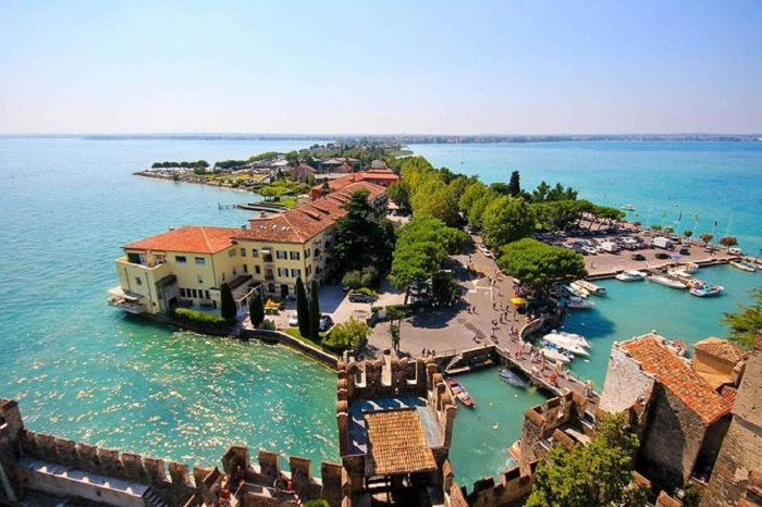 Verona and Lake Garda day trip from Milan with hotel pick-up
