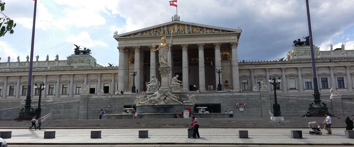 Vienna Sightseeing Day Trip from Prague