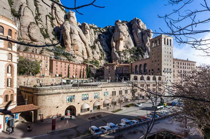 Montserrat Guided Tour with Flamenco Show