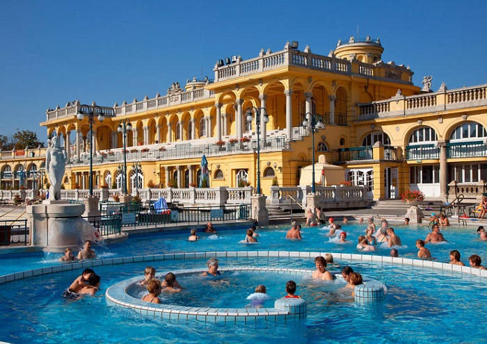 Szechenyi Baths Budapest.jpg