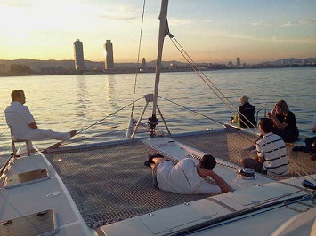 Experience a Romantic Sunset Sailing Tour