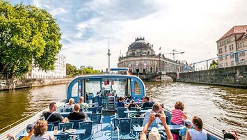 Hop on a Cruise for Dinner and Sightseeing