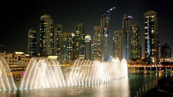 Be Mesmerized By the Dubai Fountain Show