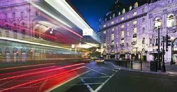 Discover the Bustling Scene at the Piccadilly Circus