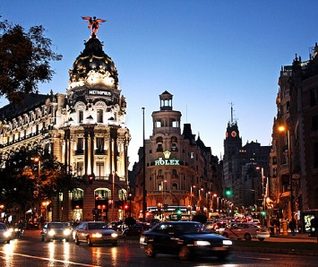 Experience the Exciting Night Life at Gran Via