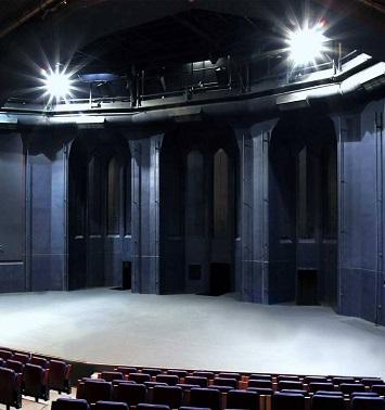 See a play at the Teatros de la Abedia