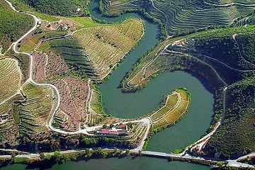 Douro Valley Tour & Hop-off Hop-On Porto & Douro River Cruise & Cellars Visit