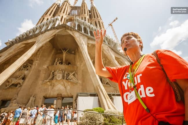 Fast Track Sagrada Familia Tour Tickets