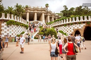 Fast Track: Park Güell Guided Walking Tour Tickets