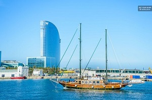 Helicopter Flight, Walking Tour and Boat Cruise Barcelona Premium Small Group Tickets