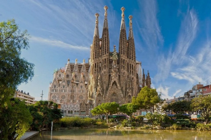 Sagrada Familia Guided Tour with Priority Entry Tickets