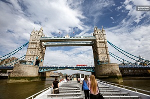 Thames River Sightseeing Cruise with Afternoon Tea Tickets