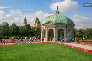 Munich City Tour with English Garden Walking Tickets