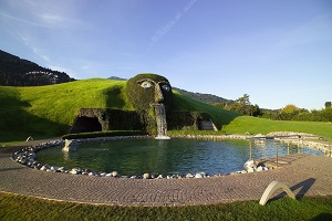 Swarovski Crystal Worlds and Innsbruck Day Trip from Munich Tickets