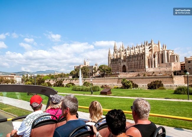Palma City Sightseeing Tour Bus with Optional Boat Tickets