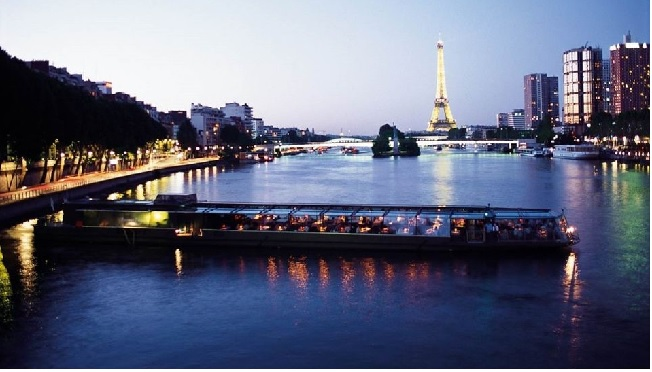 Paris: Beteaux Parisiens Dinner Cruise Tickets