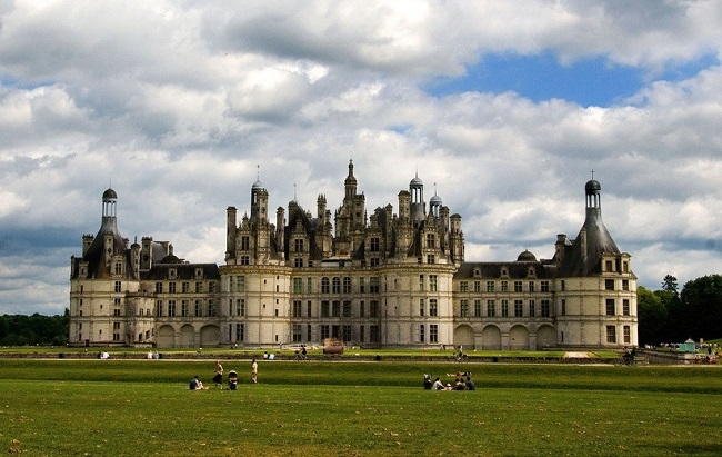 Skip the Lines: Loire Valley Castles & Wine Tasting Tickets